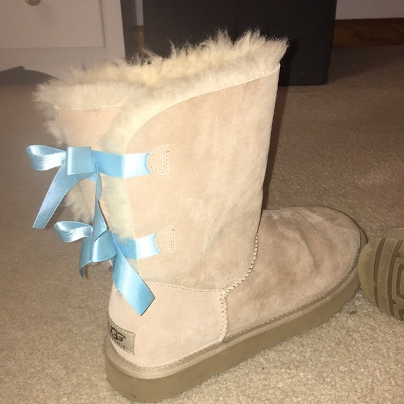 bailey bow ugg boots (baby blue bows)
